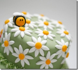 cute-food-bee-cake