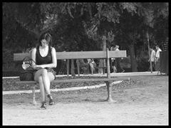 Lectora en la plaza