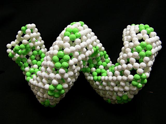 estructura molecular realizada con facetadas