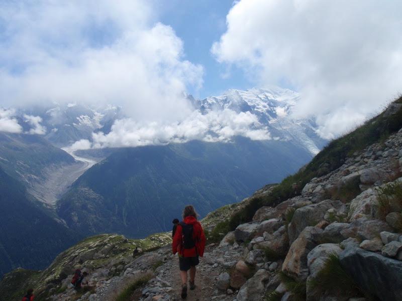 Caminant amb el massís del Mont Blanc davant