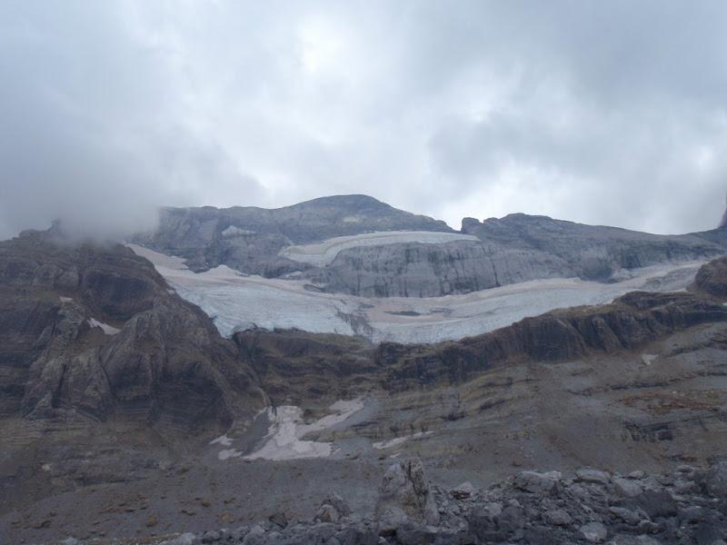 Cara nord del Mont Perdut, amb la glacera enmig