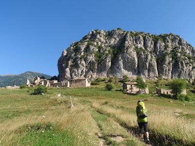 Aproximació: passem al costat del poble abandonat de Peguera