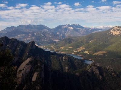 Vista cap al pantà de la Baells, Rasos de Peguera, Ensija, Pedraforca i Cadí