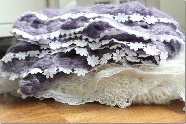 hvitt og lilla sjal