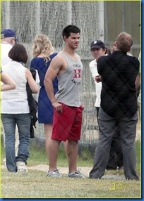 taylor-lautner-taylor-swift-valentines-day-07