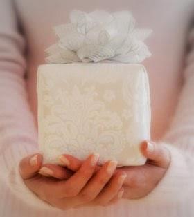 Oksjonid Mustrimaailma foorumi toetuseks! Pain-gift-giving-400x400