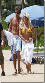 Britney Spears shows off her stunning body as she hits the beach in Hawaii.The singer showed she has got back her sexy figure as she stripped down to a skimpy yellow bikini.The star is on a relaxing break at a luxury resort with her boyfriend Jason Trawick._P_Pictured_ Britney Spears_B_Ref_ SPL204920  240810  __B__BR__Picture by_ Derek Shook_starsurf_Splash News_BR____P__P__B_Splash News and Pictures__B__BR__Los Angeles_310_821_2666_BR__New York_212_619_2666_BR__London_870_934_2666_BR__photodesk_splashnews.com_BR____P_