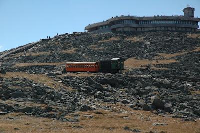 山頂.ちょうどCog Railwayが降りていくところ