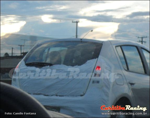 Flagra do Renault Sandero reestilizado