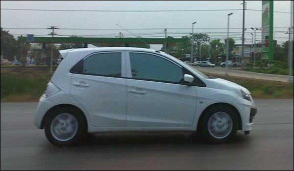 Flagra do futuro Honda Brio