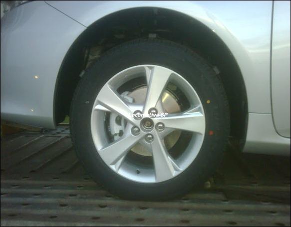Novo flagra do Toyota Corolla reestilizado