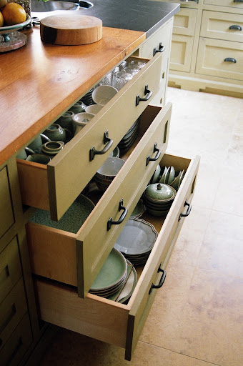 Dishes in drawers vs cabinets for Kitchen cabinets vs drawers