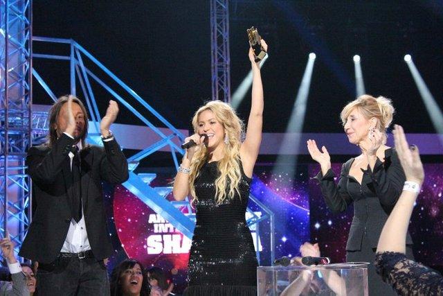 SatisFASHION: Shakira discreta e linda, vence em Cannes