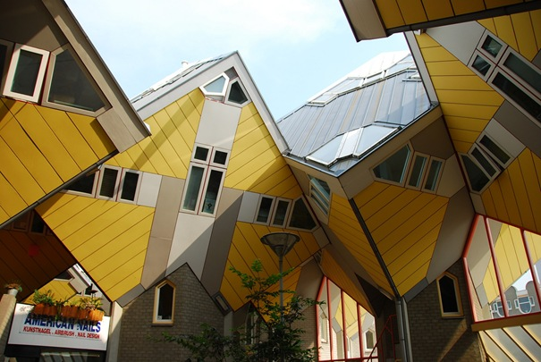 ATT00008 15 Strange buildings in the World‏