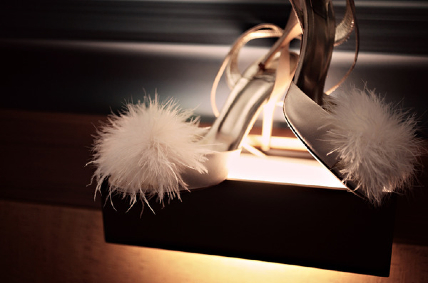 lovely-bridal-shoes-cream-heels-feather-fluff-adorns-front.B7pyulQOmrOw.jpg