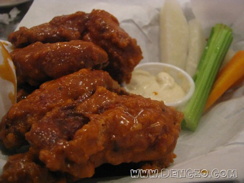 Buffalo Chicken Wings 6Pcs with Bleu Cheese Dip and Veggie Sticks P150