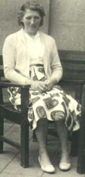 Dit is Riek, een van de dienstmeisjes van mijn ouders