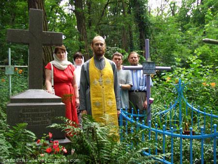 Панихида на могилах архимандрита Спиридона Кислякова и Василия Экземплярского. 03 июля 2009 года.
