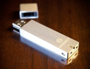 Secure USB flash drive
