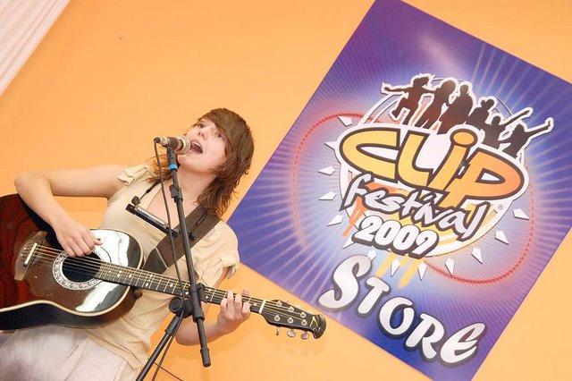 Mallu Magalhães - Clip Festival Store