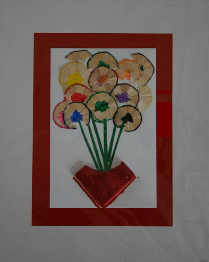 Craft work flowers using pencil scrap indusladies for Uses waste material art craft