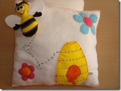 almofada abelha feltro