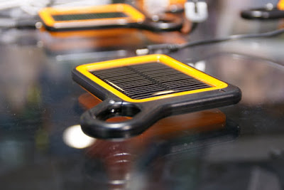 O carregador solar que faltava: barato, leve e prático