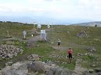 Sam szczyt jest plaski jak stół i nic na nim nie rośnie wiec widoki na okolice są naprawdę zacne i to pełne 360 stopni!