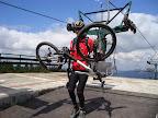 ...można wjechać na rowerze, ale trochę szkoda na to czasu. Lepiej pojeździć po fajnych szlakach na szczycie niż tłuc się prostą szutrówką pod górę.