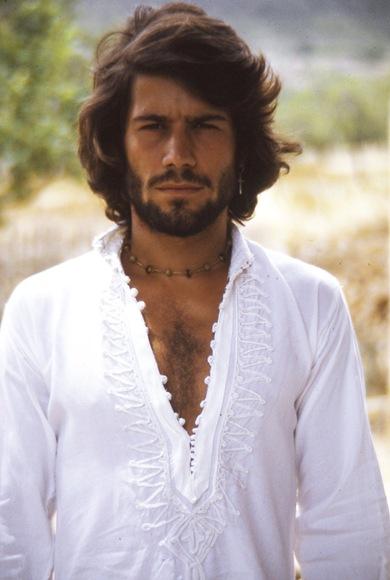 salvador maron camisa blanca_gt