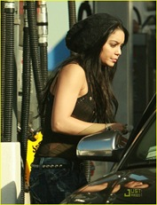vanessa-hudgens-black-beanie-beauty-12