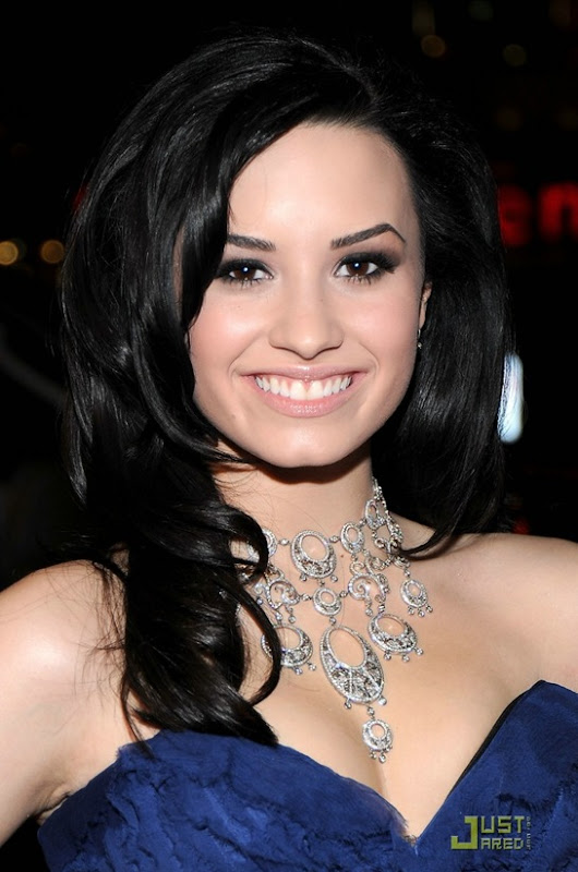 demi-lovato-people-choice-awards-25