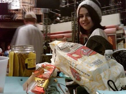 Selena-Gomez-Twitter-b01