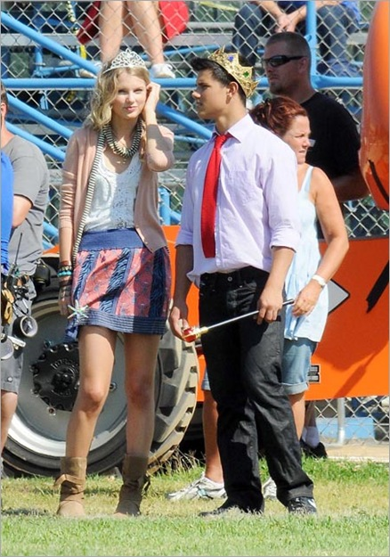 ©2009 RAMEY PHOTO 310_828_3445  LOS ANGELES_ 7_30_09  TAYLOR SWIFT_ TAYLOR LAUTNER_ EMMA ROBERTS AND HER BOYFRIEND_ FILMING VALENTINE_S DAY_ IN LA.  GV
