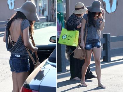 Vanessa hudgens muestra escote