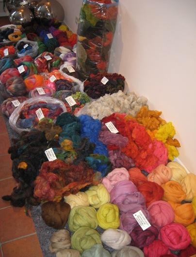 Materialbuffett gefärbte Fasern