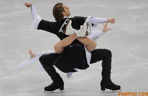 Georgia's Allison Reed and Otar Japaridze perform during the original dance of the ice dance event of the 2010 Winter Olympics at the Pacific Coliseum in Vancouver on February 21, 2010.     AFP PHOTO / VINCENZO PINTO (Photo credit should read VINCENZO PINTO/AFP/Getty Images)