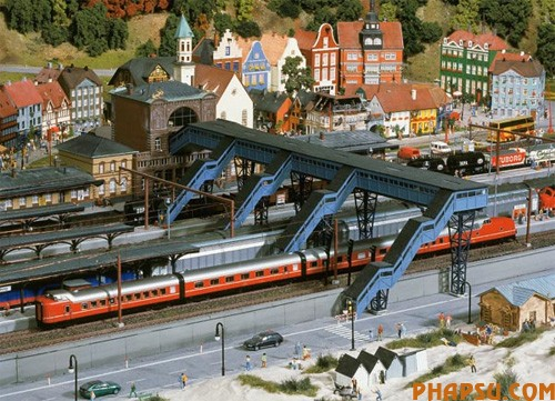 model-train-set03.jpg
