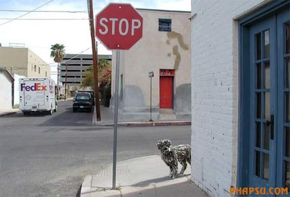 sculpture-newspapers-street.jpg