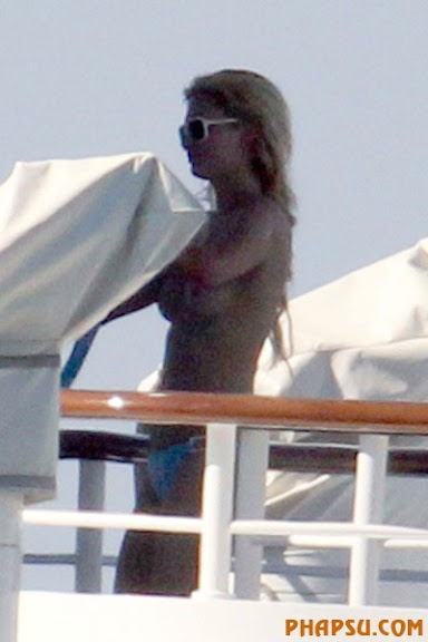 paris-hilton-topless-paris-01.jpg