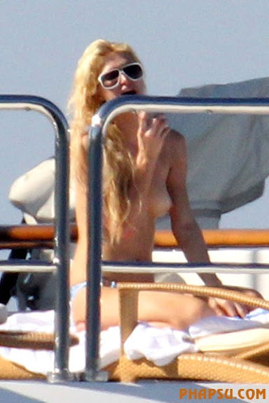 paris-hilton-topless-paris-02.jpg