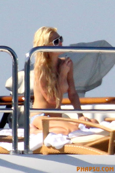 paris-hilton-topless-paris-03.jpg