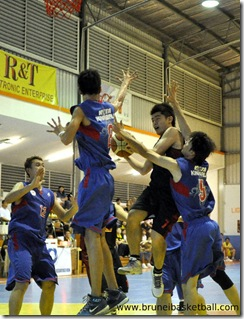 Lim Aik Hock (C) trying to penetrate the Kota Kinabalu defence during their match for the 12th Borneo City Men Basketball Invitation Tournament 2010 yesterday .Picture: BT