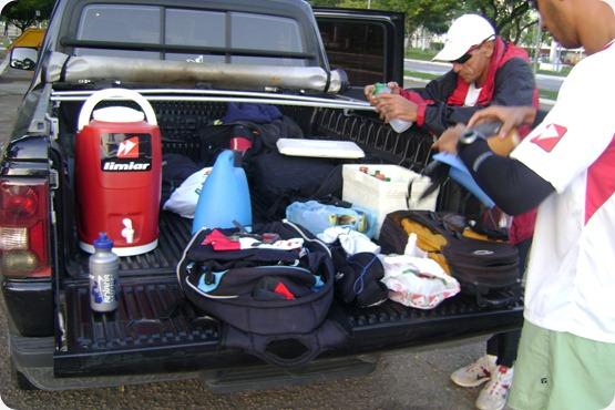 Carro da equipe: roupas, hidratação, comida...