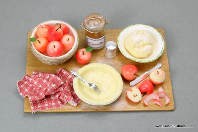 Paris Miniatures Making an apple pie preparation board - Miniature Food - Emmaflam and Miniman