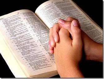 lendoabiblia1 thumb1 - Coma muito, pague pouco. Leitura: Salmos 63: 1-8