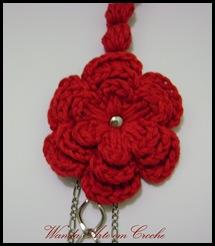 flor de croche com tacha