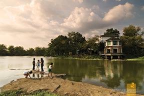 Children roaming around the Lagoon