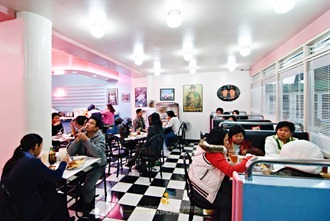 50's Diner Bright Interiors