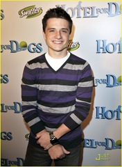 josh-hutcherson-hotel-dogs-03